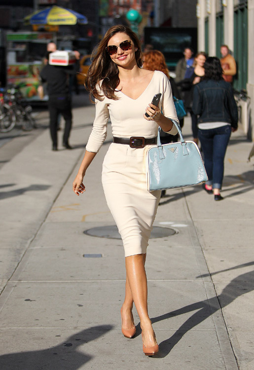 A super stylish Miranda Kerr is all smiles in NYC